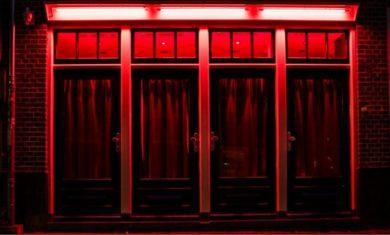 Улица красных фонарей в Амстердаме