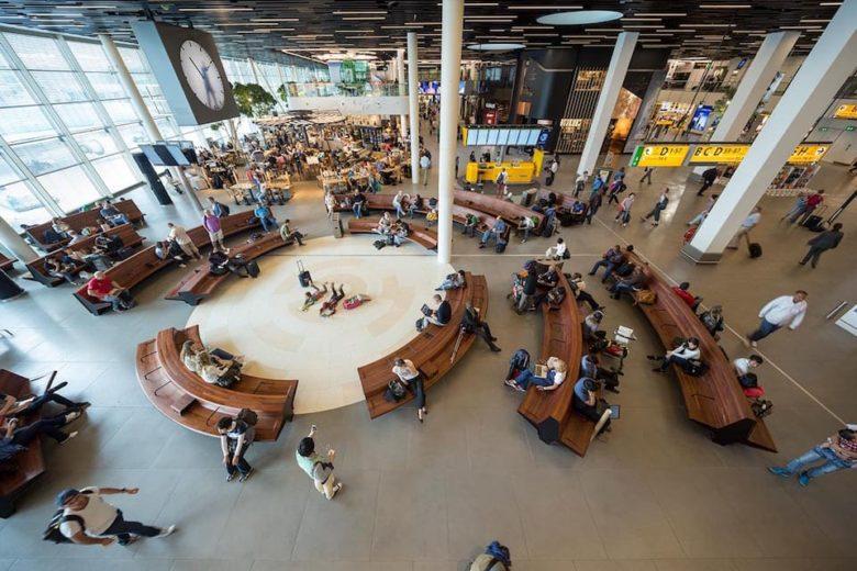 Библиотека в аэропорту Амстердама