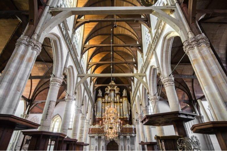 Церковь Oudekerk в Квартале красных фонарей