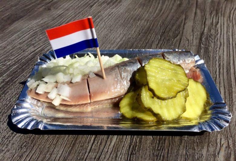 Что попробовать в Амстердаме из еды: селедка