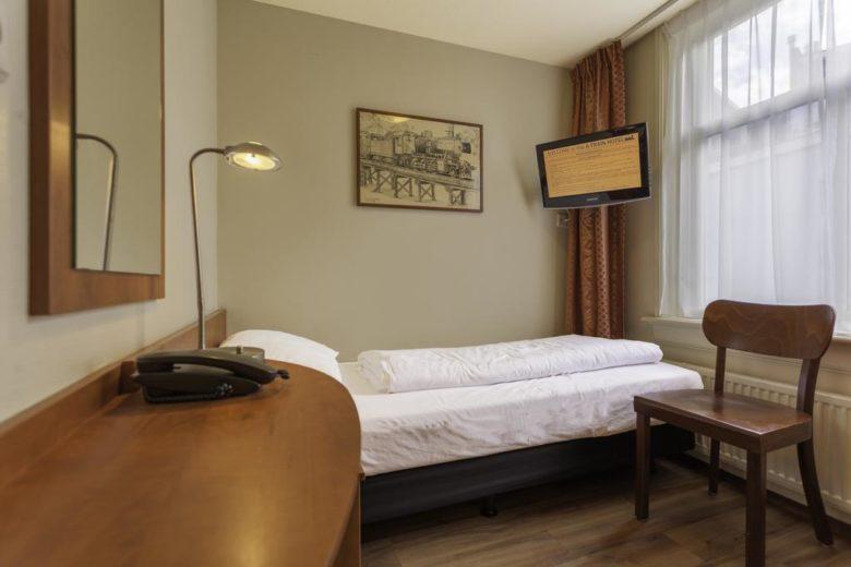 A-Train Hotel — недорогой тематический отель возле вокзала