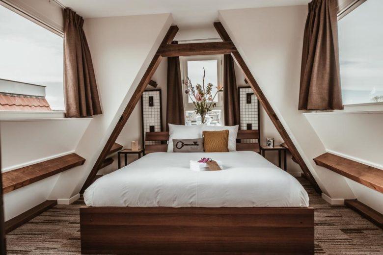 Отель в Амстердаме на канале Mr. Jordaan
