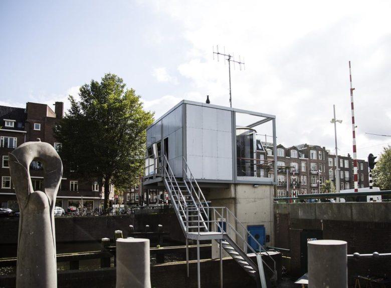 Отель на мосту в Амстердаме SWEETS