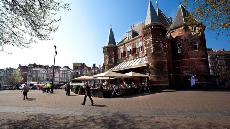 Ресторан De Waag на площади Nieuwmarkt