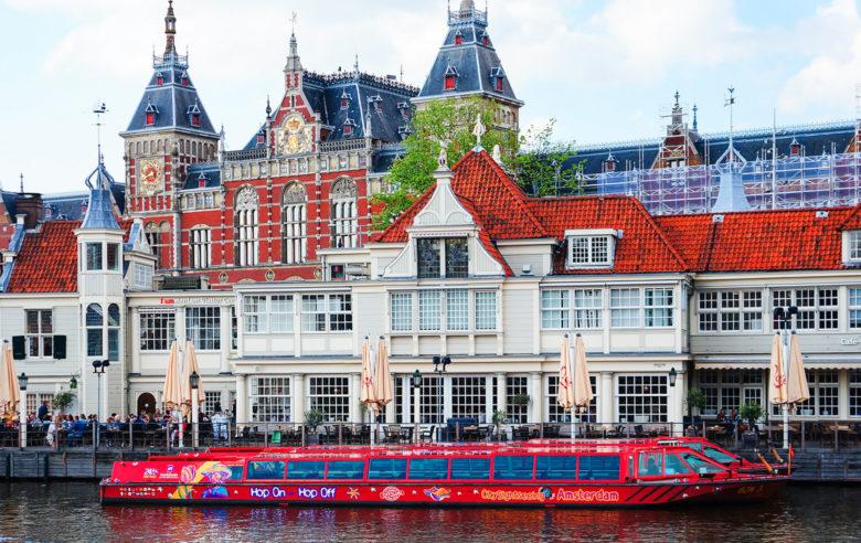 Прогулочный кораблик по каналам Амстердама Hop On Hop Off
